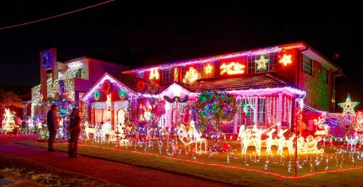 Belrose: Synchronised lights to music with 5 metre mega trees at 36 Childs  Circuit. - Where To See Christmas Lights 2018 - Sydney Suburb & Street Ellaslist