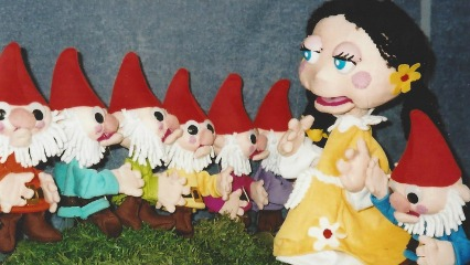 Jeral puppets puppeteria snow white randwick castle cove puppet show kids shows