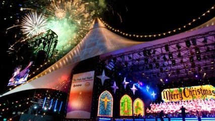 Carols in the domain sydney christmas santa1