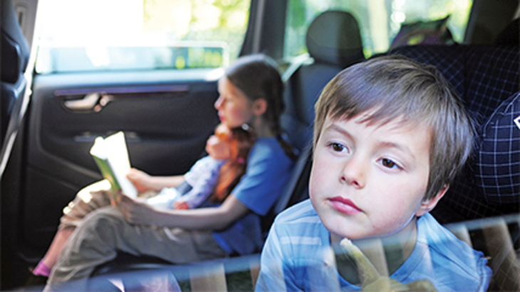7 ways to keep the kids entertained in the car 426x240