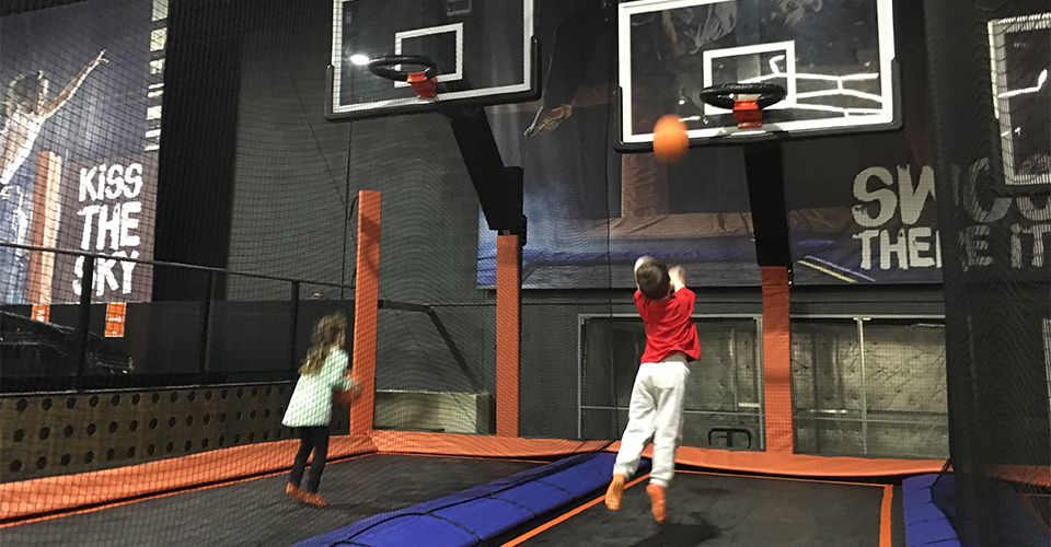 Sky Zone Birthday Party Reviewed 960x500 - Slam Dunk
