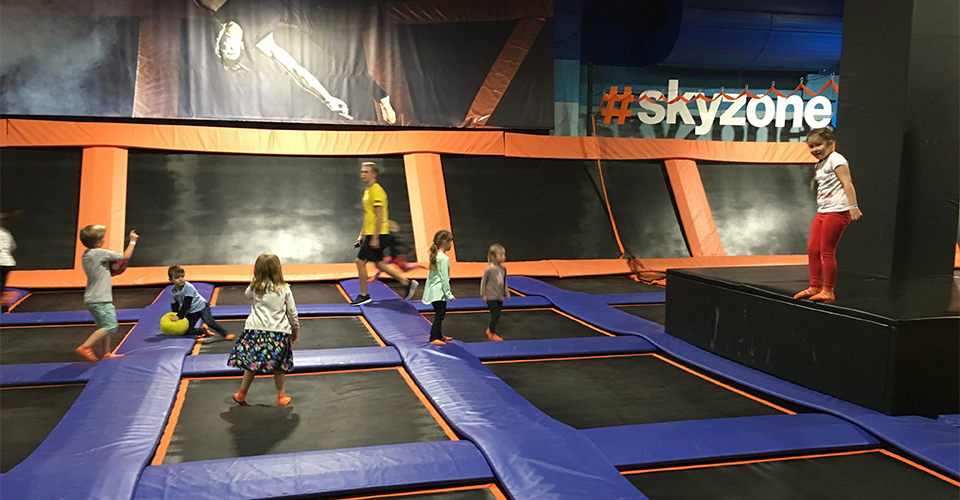 Sky Zone Birthday Party Reviewed 960x500 - Trampolining