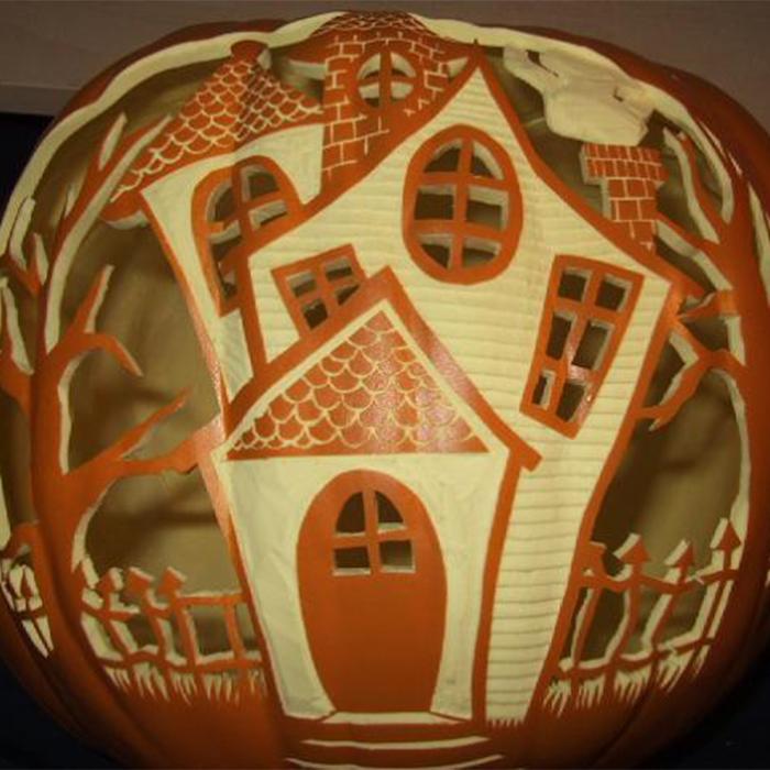 The Haunted House Pumpkin 700x700