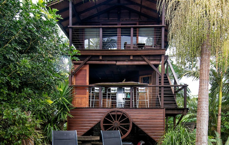 byron treehouse